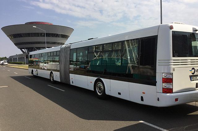 Bus am Flughafen