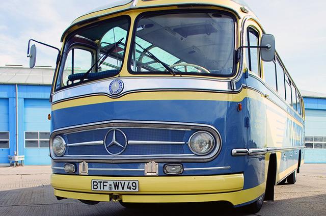 Alter Mercedes Bus von vorne